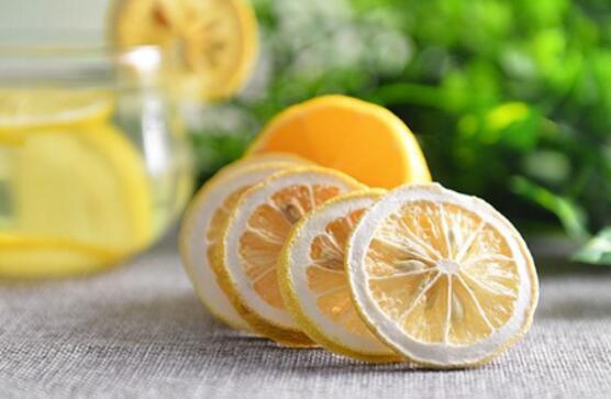 干柠檬片怎么泡,干柠檬片的正确泡法(两个步骤)