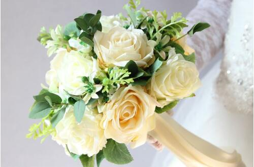 9朵花制作手捧花的步骤,5步教你制成美丽的新娘手捧花