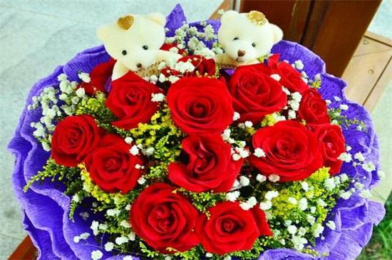 送20朵红玫瑰代表什么,两情相悦/永远爱你/爱你一生一世