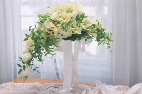 百合花落叶和花蕾枯萎,3个技巧使百合花恢复正常