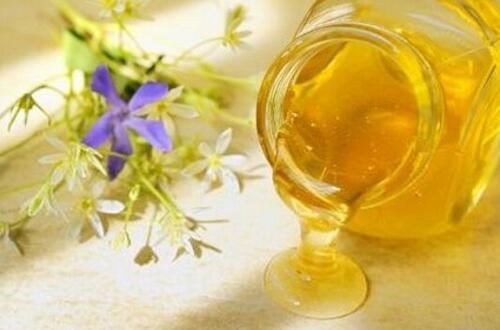 蜂蜜水怎么冲,冲泡水温最好在40~50℃左右