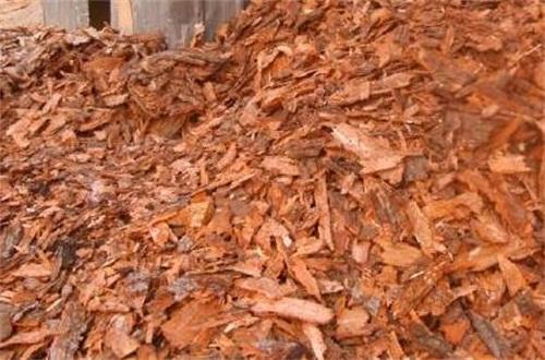松树皮快速腐熟,密封避阳发酵处理