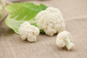 花菜的正確的清洗方法:掰開枝椏用鹽水浸泡,小蘇打沸水過一遍