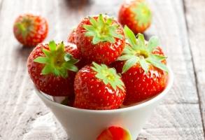 草莓价格:产地批发价从5~10元/斤不等