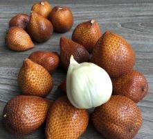 蛇皮果的功效与作用:水果中钾含量最高的水果之一,对人脑十分有益
