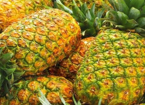 挑选看菠萝颜色