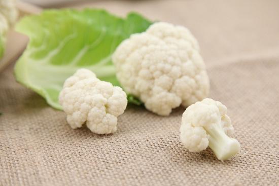 花菜的正确的清洗方法:掰开枝桠用盐水浸泡,小苏打沸水过一遍