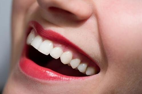 草莓美白牙齿